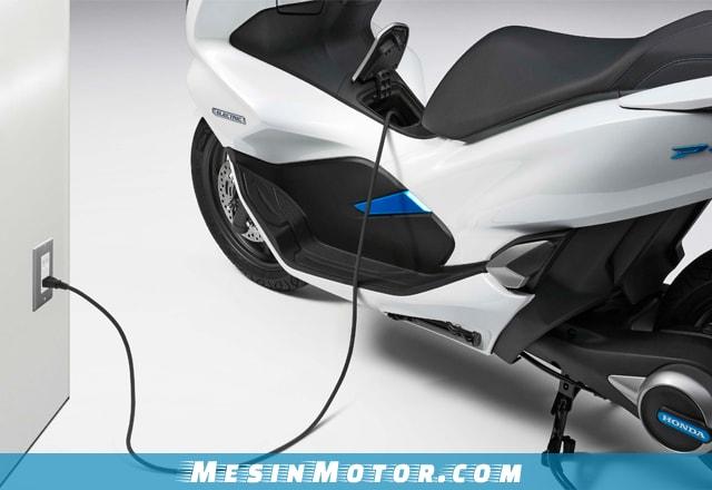 Kelebihan dan Kekurangan Honda PCX Hybrid 2018