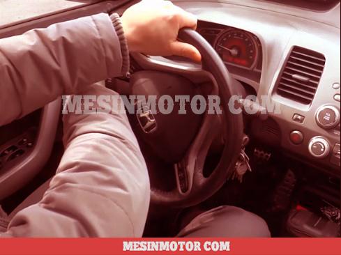 menyetir-mobil-manual